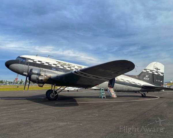Douglas DC-3 (NC43XX)