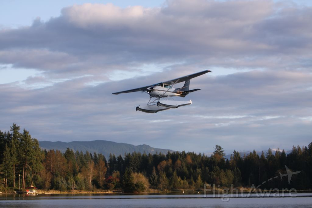 Cessna Skylane (N171U) - Over Lake Sawyer, Black Diamond, WA