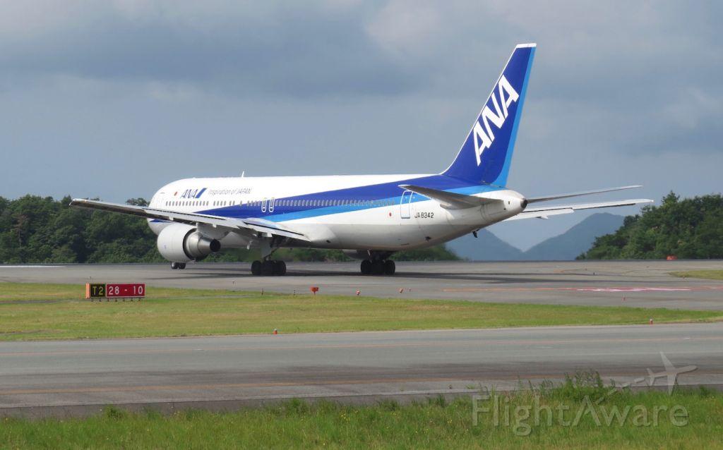 Boeing 737-800 (JA8342) - Taxiing to runway 28 via Tango 2 for its flight to Tokyo Haneda.