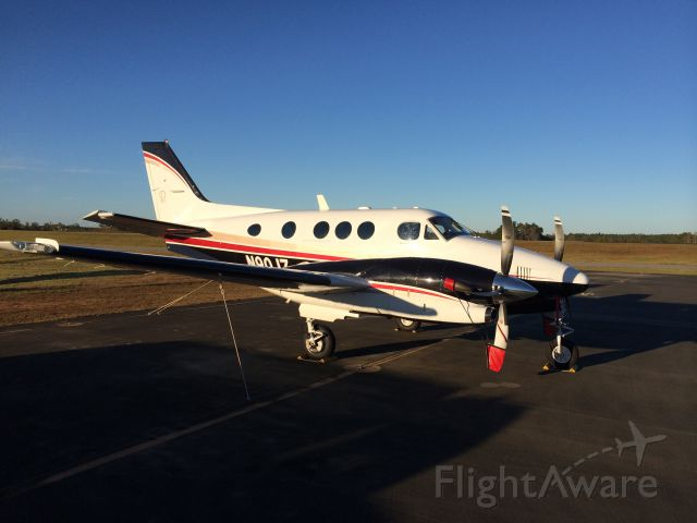 Beechcraft King Air 90 (N90JZ) - Putting her away for the night, away from home.