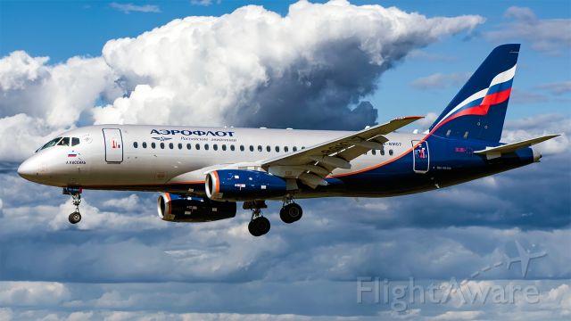 Sukhoi Superjet 100 (RA-89107)