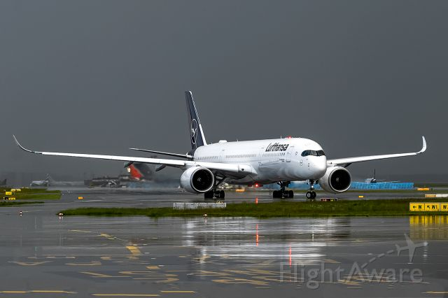 Airbus A350-900 (D-AIXO) - A rainy day here in frankfurt