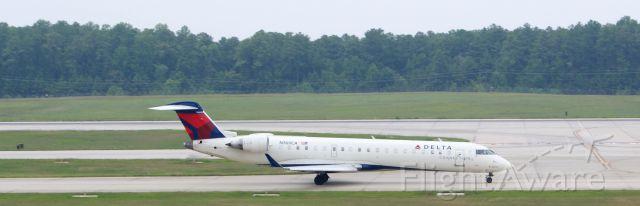 Canadair Regional Jet CRJ-700 (N369CA)
