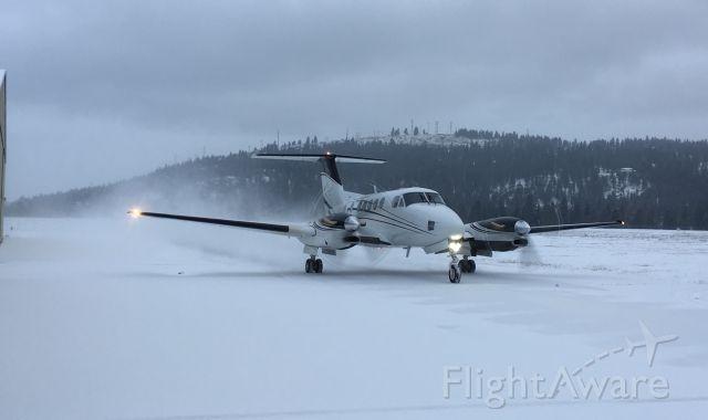 Beechcraft Super King Air 300 (N33KC)