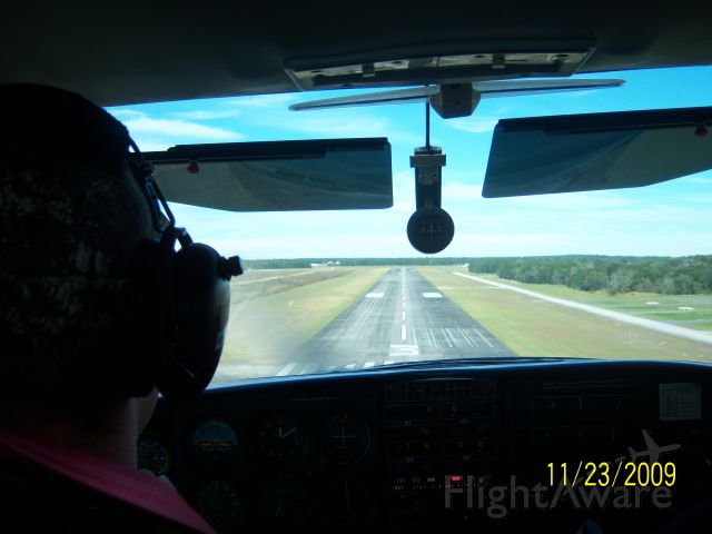 Cessna Skylane (N92125) - Short final runway 3 at bkv.