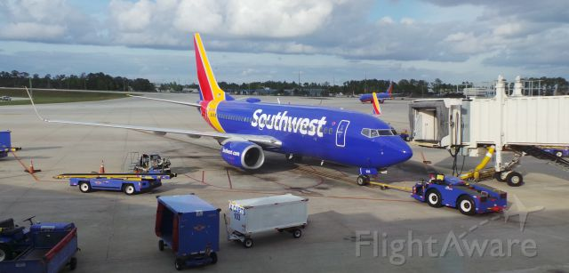 Boeing 737-700 (N933WN) - Southwest 3723 pulling into gate at KMCO