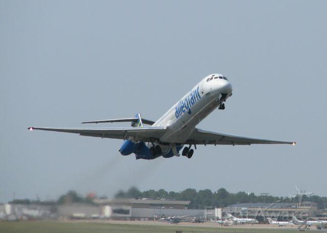 McDonnell Douglas MD-83 (N883GA) - Taking off on 14 at Shreveport Regional.