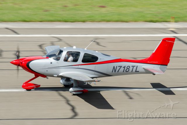 Cirrus SR-22 (N718TL) - Departing Runway 19 @ KFRG - Labor Day Weekend 2014
