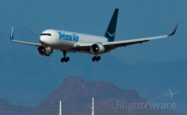N379AZ — - Prime Air Landing RWY 26