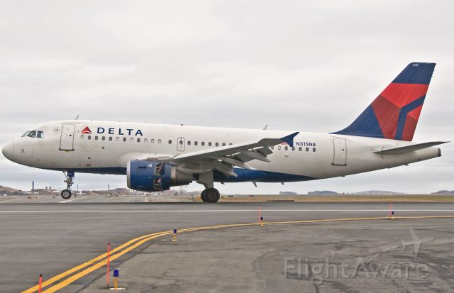 Airbus A319 (N315NB) - Rolling out on 04R !