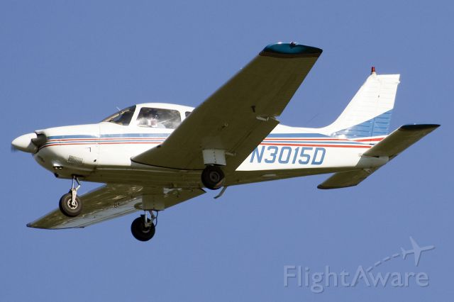 Piper Cherokee (N3015D) - Landing runway 36, practicing touch and go
