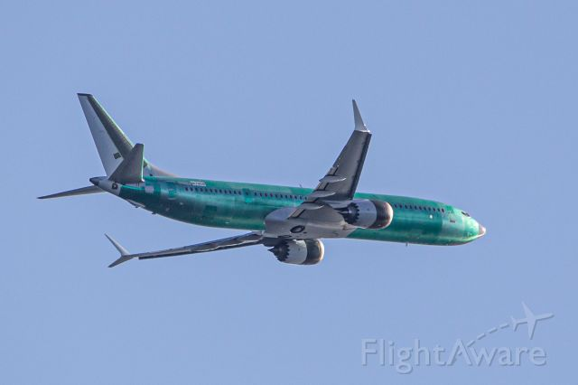 Boeing 737-800 (N1781B) - From my home in Kingston, WA, 14 miles NNW of Seattle. I am told that this is the very first MAX 9 BBJ.