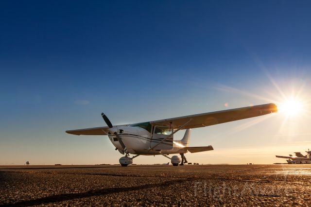 Cessna Skylane (N9758H)