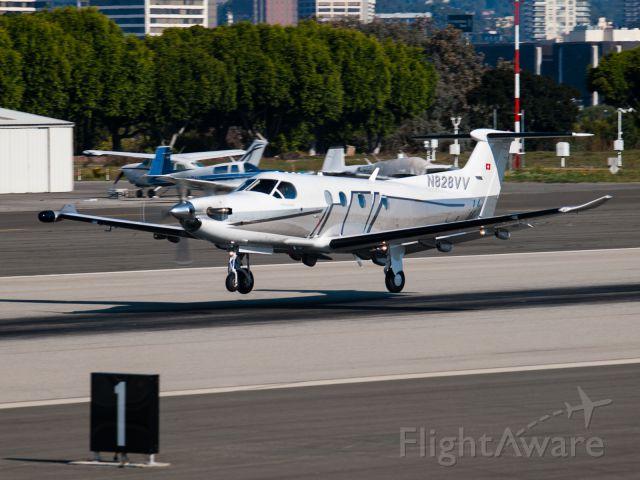 Pilatus PC-12 (N828VV) - N828VV arriving on RWY 21