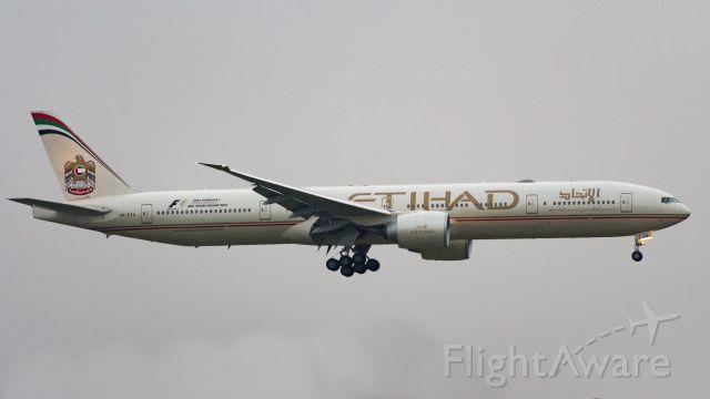 BOEING 777-300 (A6-ETQ)