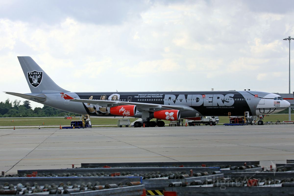 Airbus A340-300 (9M-XAC)