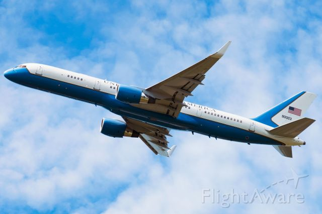 Boeing 757-200 (99-0003) - Air Force Two departs KSYR for PHL, June 19, 2018