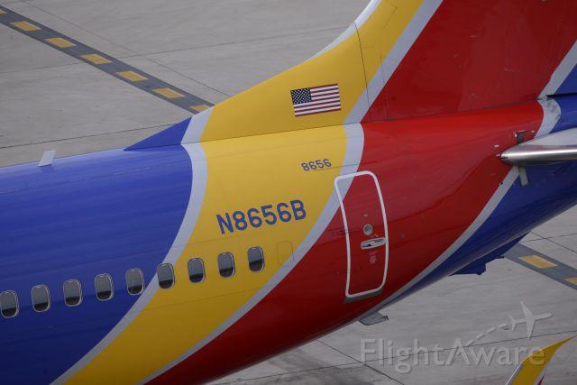Boeing 737-700 (N8656B) - phoenix sky harbor international airport 18APR20