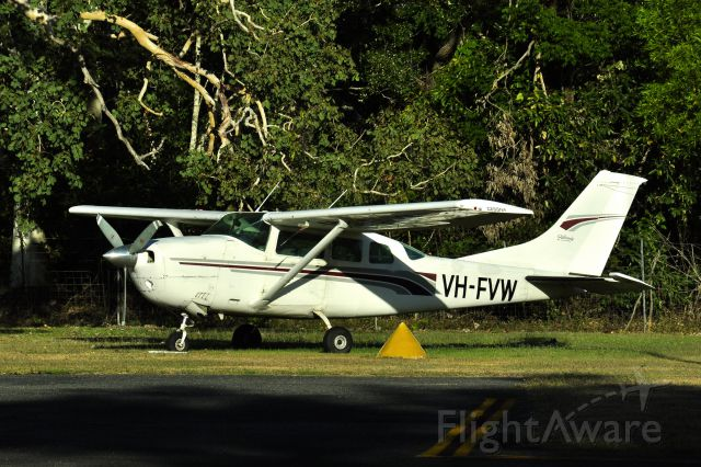 Cessna 206 Stationair (VH-FVW) - Australia Skydive Cessna 206 Stationair VH-FVW in Cooktown, Queensland