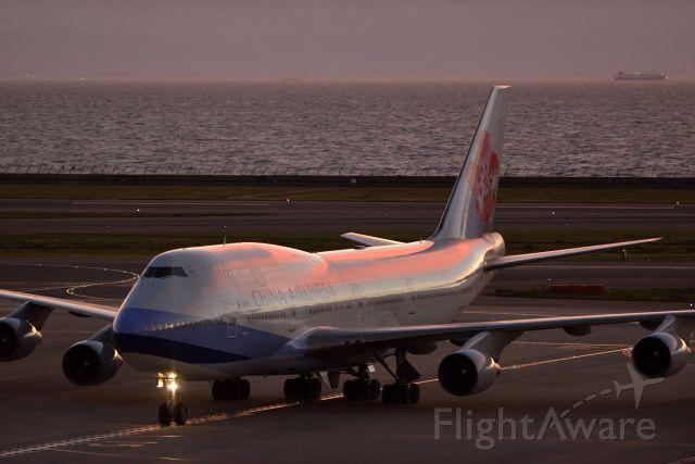 Boeing 747-200 (B-18251)