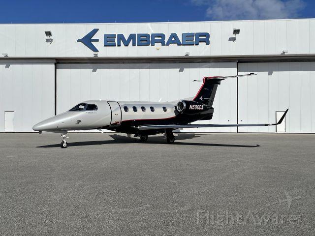 Embraer Phenom 300 (N500DA)