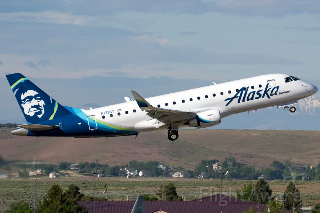 """Embraer 170/175 (N178SY) - The new SkyWest/Alaska E175 in the new paint departing to PDX. <a rel=""""nofollow"""" href=""""http://www.airliners.net/open.file/2831042/L/"""">http://www.airliners.net/open.file/2831042/L/</a>"""