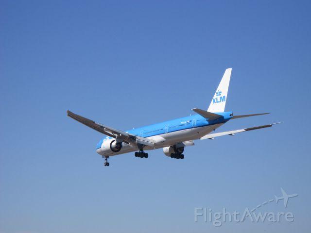 BOEING 777-300 (PH-BVK) - Landing flight 701 in SCEL RWY 17R