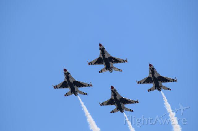 Lockheed F-16 Fighting Falcon — - Thunderbirds Team at Scott AFB.