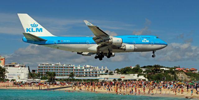 Boeing 747-400 (PH-BFA) - Incredible Maho Beach...