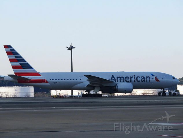 Boeing 777-200 (N799AN) - I take a picture on Dec 03, 2017.