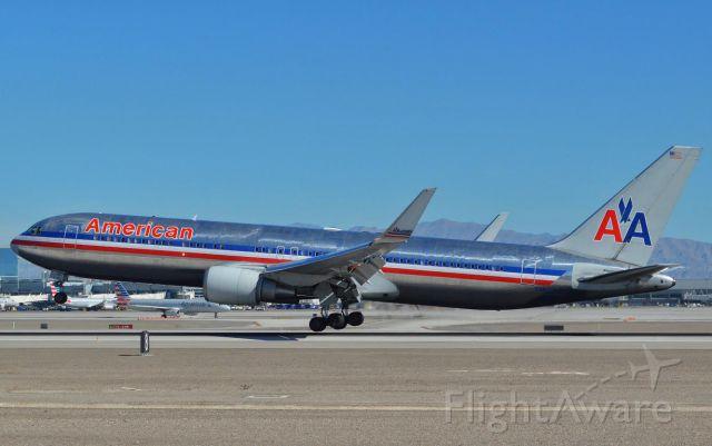 BOEING 767-300 (N352AA)