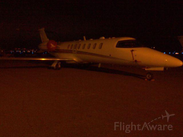 Learjet 45 (N26QT) - at night