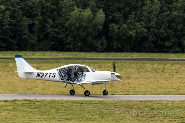 Lancair Lancair 4 (N27TS) - Captured this Piper departing KASH...the cat