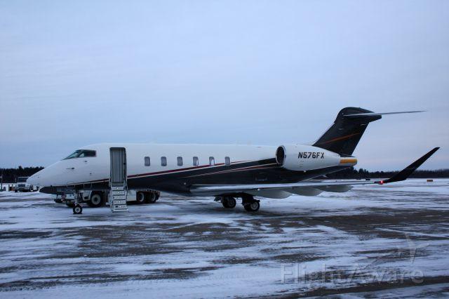 Bombardier Challenger 300 (N576FX)