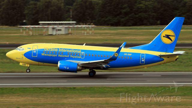 Boeing 737-500 (UR-GBF)