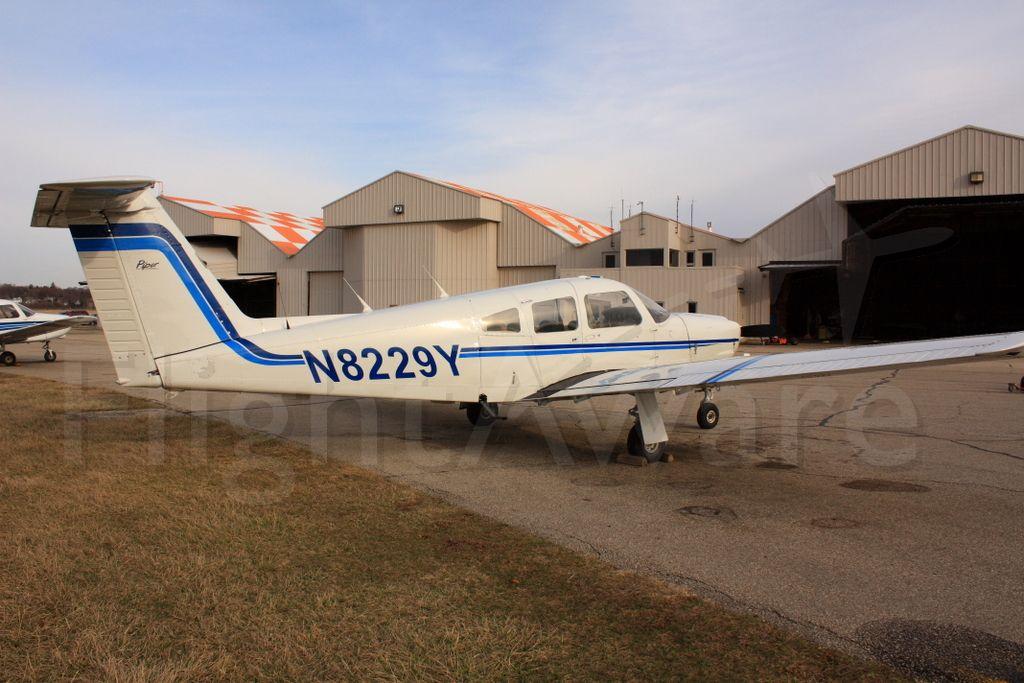 Piper Arrow 4 (N8229Y)