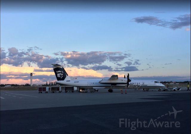 de Havilland Dash 8-400 (N421QX) - Arrived from Portland at dusk