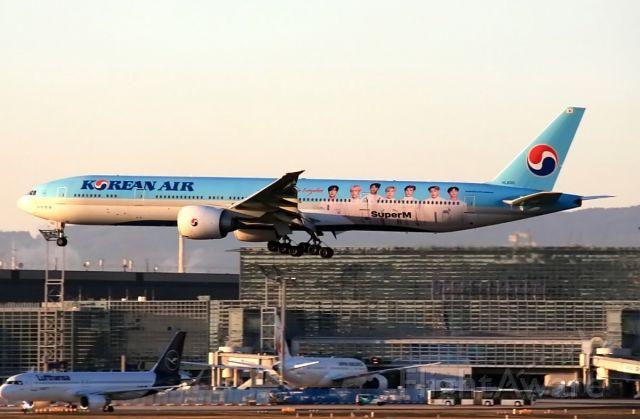 BOEING 777-300ER (HL8010)