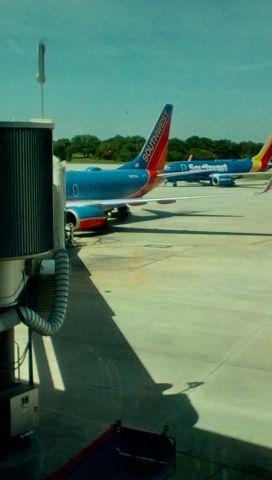 Boeing 737-700 (N707SA) - Dinner time departure to KSTL.