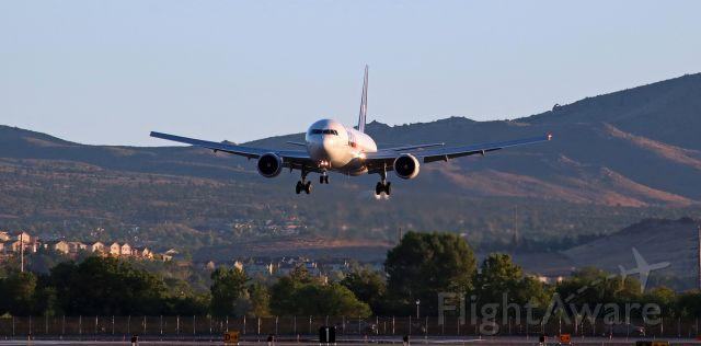 "BOEING 767-300 (N164FE) - ""Aleena"" (N164FE, a B763) on her sunrise hour (6:01 AM) s/final to Runway 16L.  Arriving from Memphis (KMEM)."