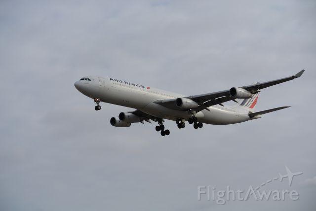Airbus A340-300 (F-GLZK) - Short Final 05 Toronto