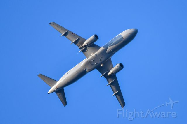 Airbus A320 (N458UA) - UNITED AIRLINES Airbus A320 over South Elgin Illinois, joining  landing pattern to KORD in August, 2018. <br />Zoom lens used by L.S.