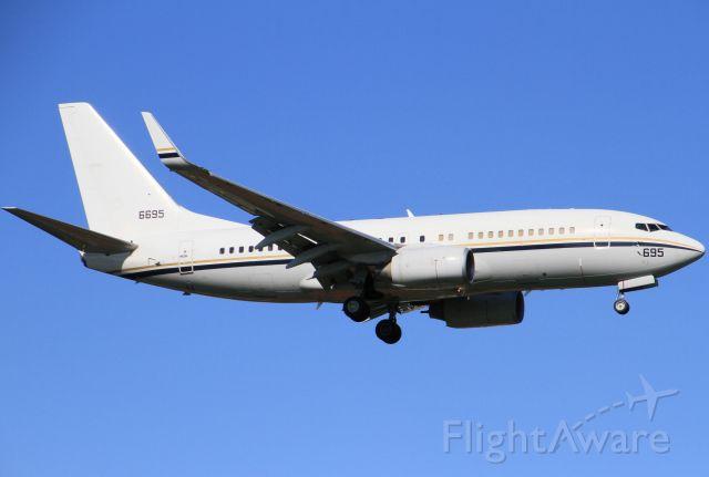 Boeing 737-700 (16-6695)