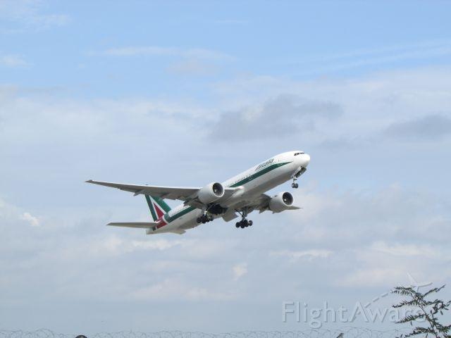 Boeing 777-200 (I-DISU)
