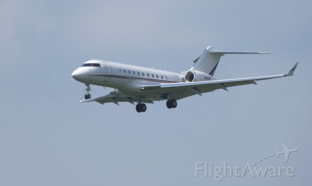 Bombardier Global 5000 (N114QS) - On final is this Bombardier Global 5000 in the Summer of 2018.