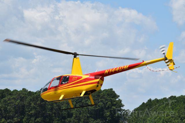 Robinson R-44 (N144DM)