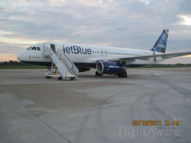 Airbus A320 (N633JB)