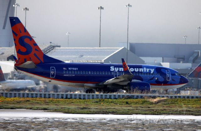 Boeing 737-700 (N715SY) - Taxiing out for departure to KMSP    05-30-2015   Sun Country # 396