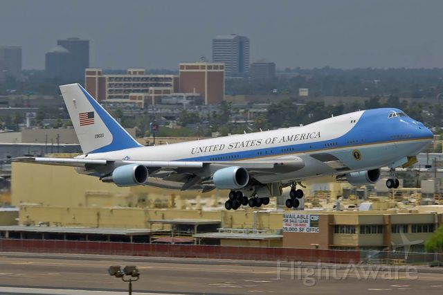 Boeing 747-200 (92-9000) - Boeing VC-25A (747-2G4B) 92-9000 carried President Barack Obama to Phoenix Sky Harbor on Tuesday, August 6, 2013.