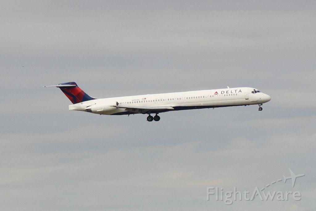McDonnell Douglas MD-88 (N984DL) - Delta Flight 1315 (N948DL) arrives at Orlando International Airport following a flight from Hartsfield-Jackson Atlanta International Airport
